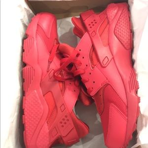 RED NIKE HUARACHES SIZE 11